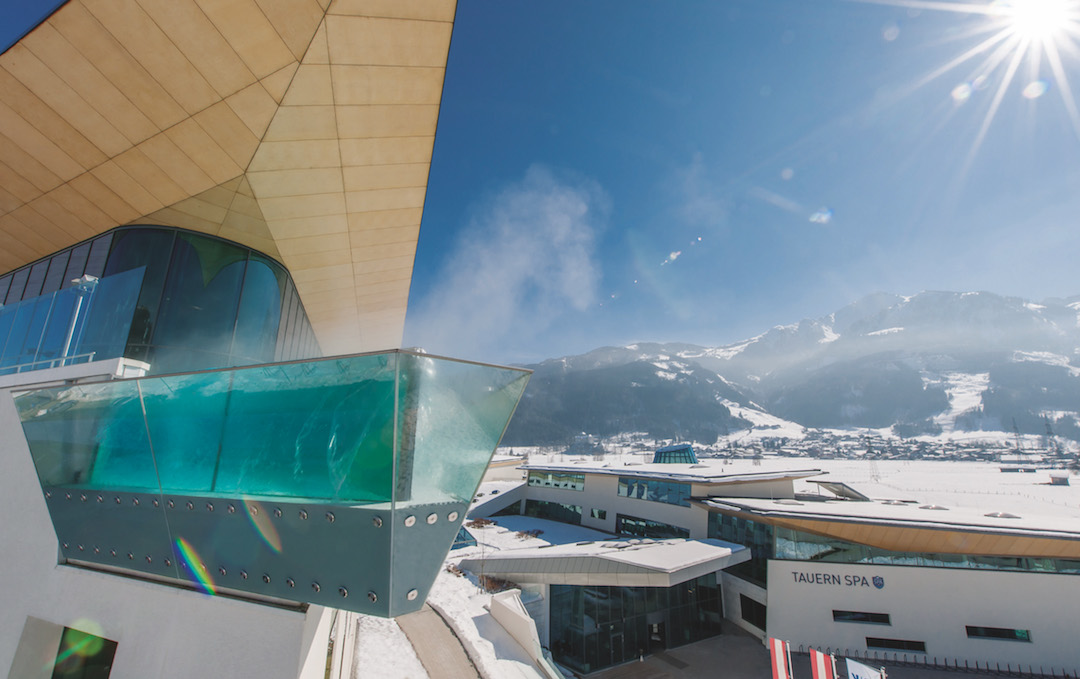 Skylinepool Winter - Tauern Spa Zell am See - Kaprun 4*S Resort