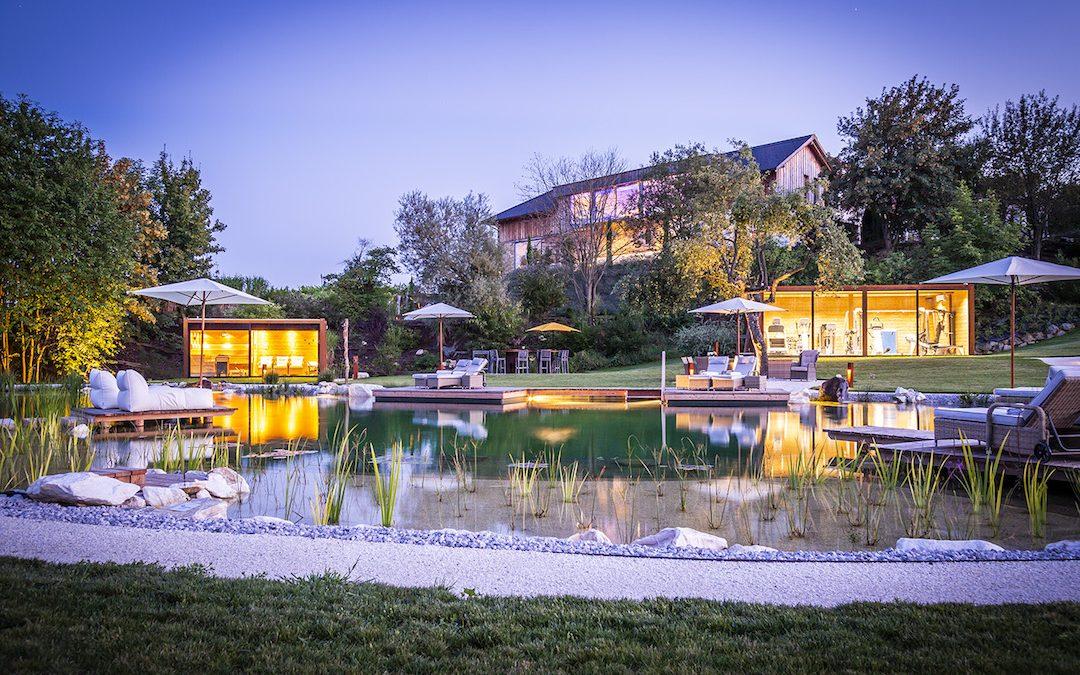 X8A9428 Golden Hill Parkanlage mit Naturschwimmteich web 1080x675 - Partner