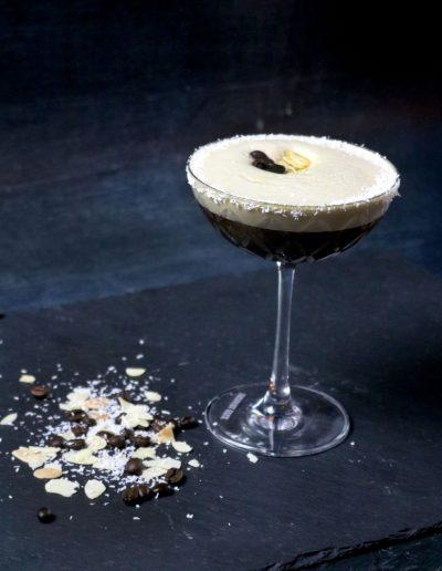 9rUYdEsQ web 400x516 - Ausgefallene Cocktails im OMU