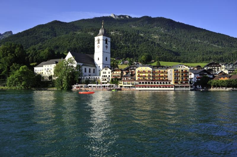 030 Hotelansicht web - Romantik Hotel Im Weissen Rössl ****S