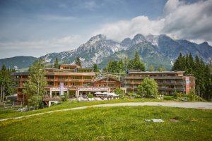 Holzhotel Forsthofalm Aussenansicht 13 300x200 - Startseite