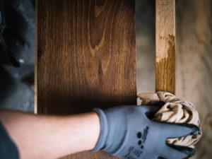 3 2.Oberfläche oder  Inhaltsstoffe 300x225 - Was macht den perfekten Holzboden aus?