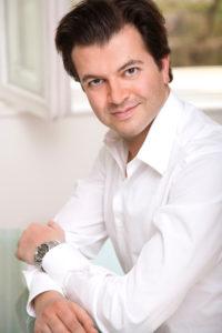 Dr.BabakAdib Credit KonradLimbeck 200x300 - Handpflege-Spezial: Hilfe bei Extrem-Strapazen für die Hände