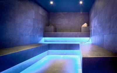 dampfgrotte mit entspannender beleuchtung c mike huber das adler inn   tyrol mountain resort 400x250 - Startseite