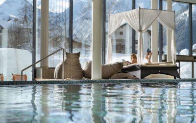 entspannen im wellnessbereich mit bergpanorama c foto atelier wolkersdorfer das rieser 400x250 - Startseite