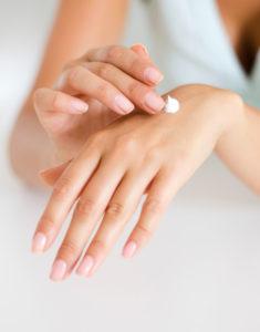 pexels linda prebreza 286951 235x300 - Handpflege-Spezial: Hilfe bei Extrem-Strapazen für die Hände