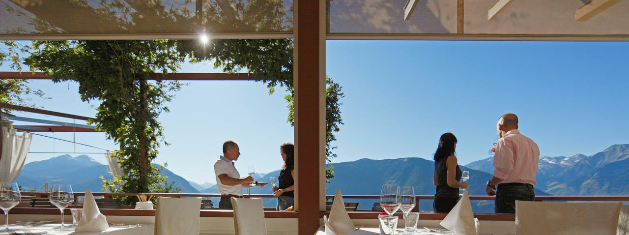 Aperitif mit Ausblick ©IDM Südtirol Frieder Blickle - Sterneregen für Südtirols Gastronomie
