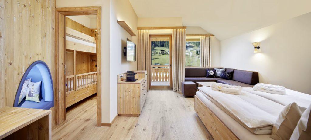 """familiensuite liesl dachsteinkoenig   familux resort 1024x464 - Im """"innovativsten Familienhotel Europas"""""""