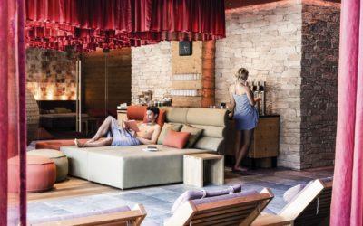 paerchen auszeit im wellnessbereich c daniela jakob dachsteinkoenig   familux resort 400x250 - News