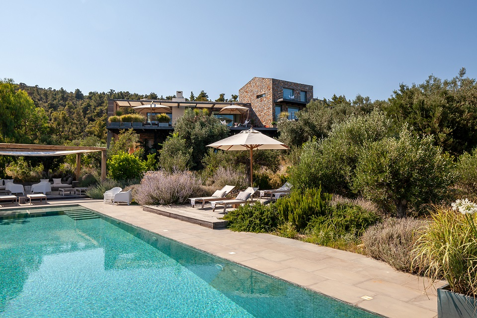 TTT Sporades Alonissos Kolokithi Bay JUNE19 40 - Top 10 Villen mit den schönsten Gärten im Mittelmeerraum