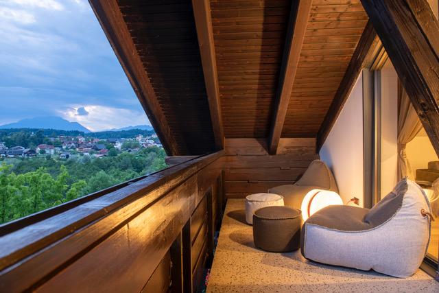 karnerhof panoramasuite balkon foto franz gerdl 68x46cm 300dpi - Neu im Karnerhof/Kärnten: Panoramasuiten mit Seeblick
