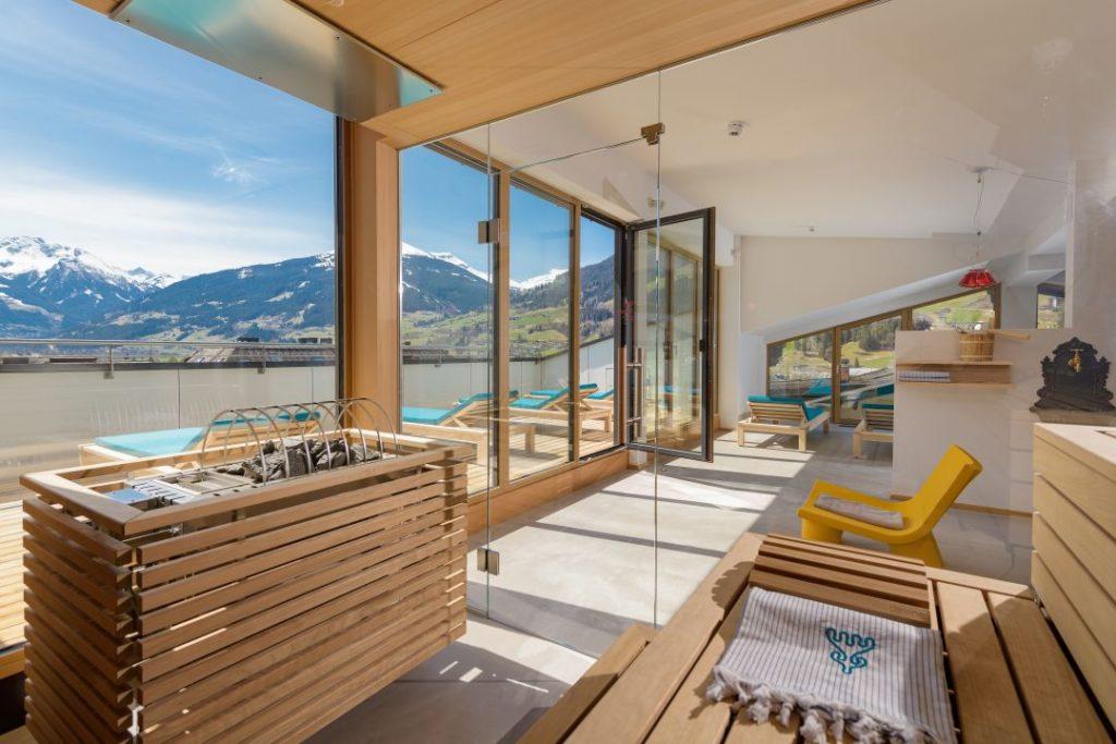 himmelblue spa bereich mit herrlichem ausblick hotel blue gastein 0 1024x683 - Wini Brugger: kreativ im neuen Hotel BLÜ