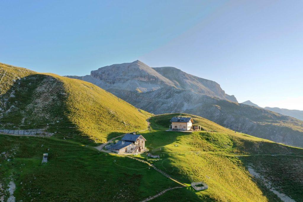 stevia huette auf dem stevia berg hotel granbaita dolomites 1024x683 - Unique moments in den Dolomiten
