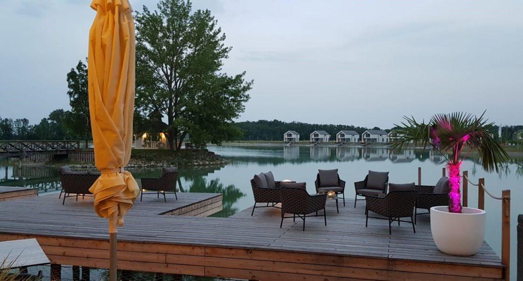 lounge vom restaurant moewe am abend vila vita pannonia pamhagen 1024x550 - Hier landen nicht nur die Störche gern