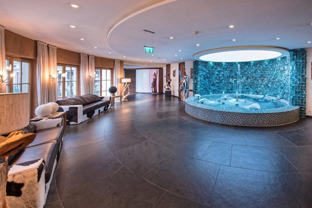 brunnen im hotelbereich alpenrose   familux resort 1024x684 - Familux: Bring your kids, find yourself