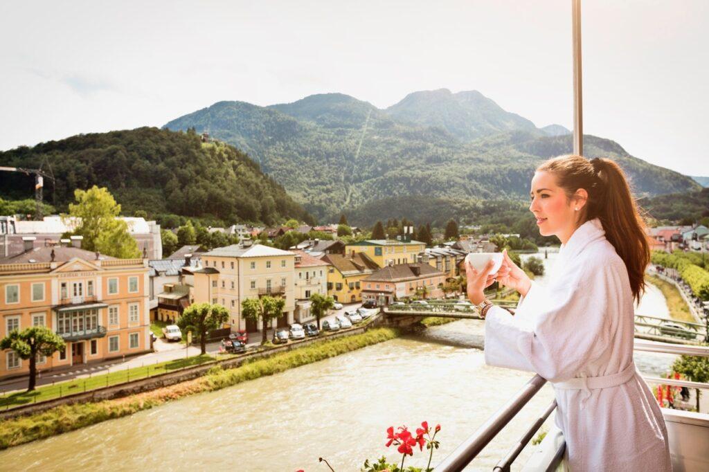 kaffeegenuss auf dem balkon mit blick auf die traun hotel goldenes schiff 1024x682 - Das neue Goldene Schiff in Bad Ischl
