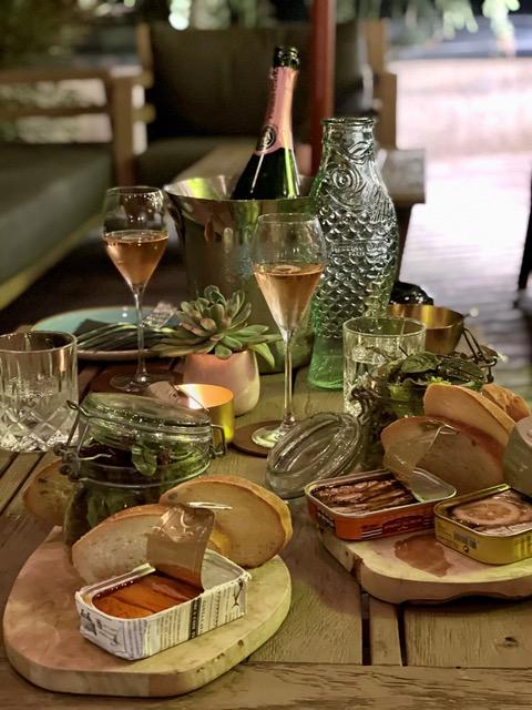 sardine und champagner   ein prickelndes match zillertalerhof alpine hideaway - Fish n' Champagne: 1. Sardinen-Bar Tirols im ZILLERTALERHOF