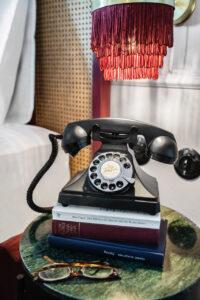 Hotel Josefine Telefon Hoch ©Tina Herzl 200x300 - Boutique Hotel Josefine: Reise in die Vergangenheit