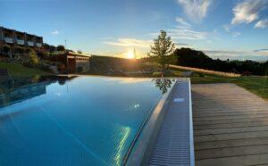 den sonnenuntergang am pool geniessen ratscher landhaus 300x186 - Genusszeit for adults only im Ratscher Landhaus
