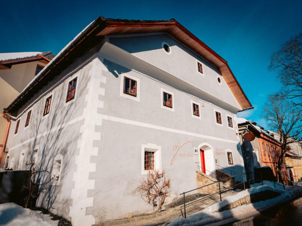 mesnerhaus aussenansicht foto adler wald 47x35cm 300dpi 1024x768 - Mesnerhaus: Salzburger Hideaway mit 4-Hauben-Küche